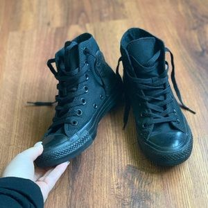 d0833493c Like New Converse Classic High Top All Black 6.5W